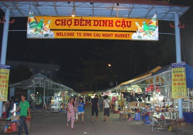 Chợ đêm Dinh Cậu - du lịch Phú Quốc