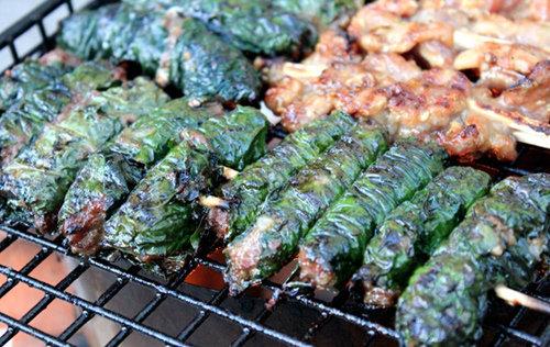 Du khách nước ngoài mê mẩn với những món ăn Việt