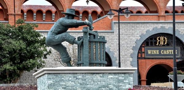 Tour du lịch Phan Thiết Mũi Né: Hòn Rơm - Lâu Đài Rượu Vang