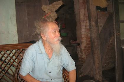 Dị nhân có mái tóc đầu Rồng kỳ lạ ở Bắc Ninh