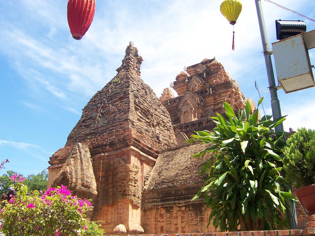 Khám phá vẻ đẹp cổ kính Tháp Bà Ponagar Nha Trang