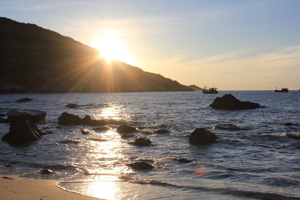 Bờ biển Bình Ba lúc hoàng hôn tuyệt đẹp
