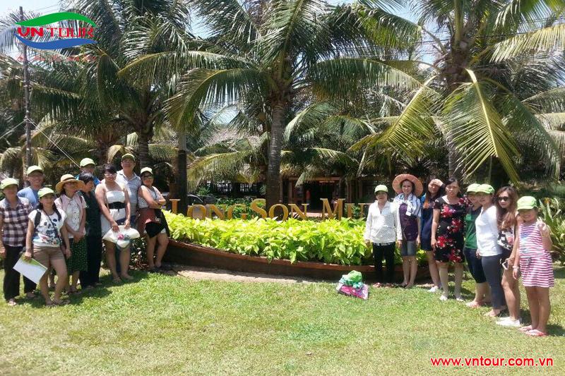 Đoàn Bệnh Viện Nhiệt Đới khám phá đảo Bình Hưng, tháng 06/2015