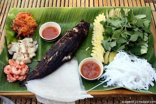 Cá lóc nướng trui - món ăn dân giã mà đặc sắc của miền Tây