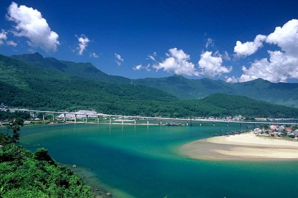 Du lịch biển Việt Nam thu hút hàng triệu du khách