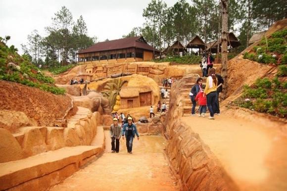 Làng Đất Sét - Đường hầm điêu khắc