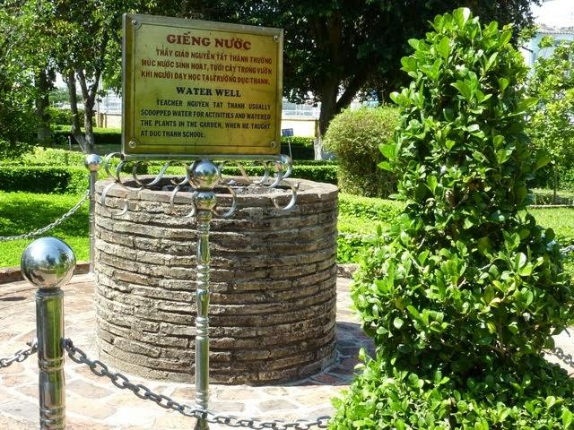 Giếng nước mà hằng ngày Bác vẫn dùng để tưới cây trong vườn