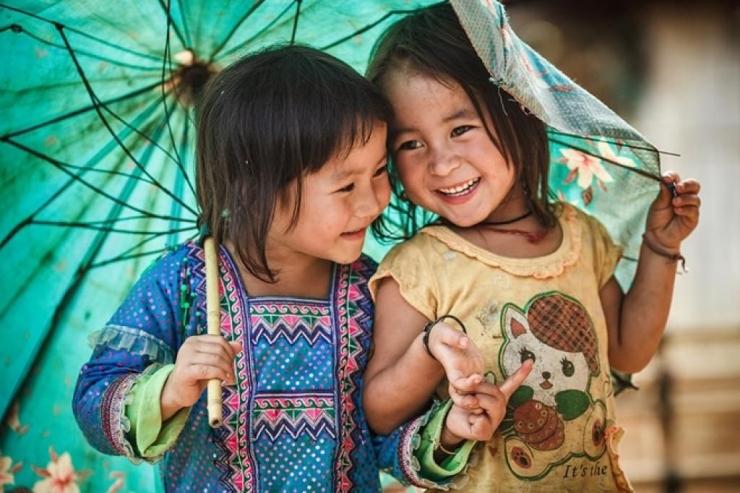 Nụ cười tươi của hai chị em ở Sapa