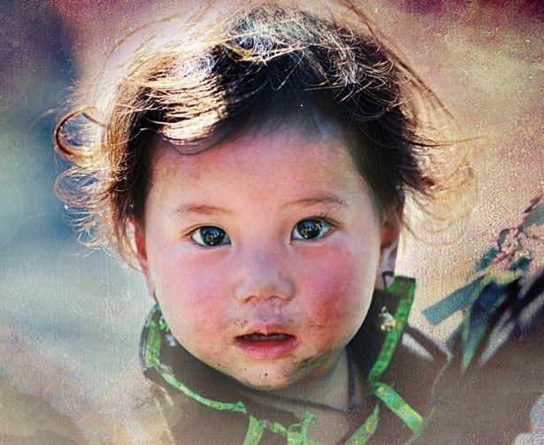 Nhìn kỹ bức ảnh trên sẽ thấy bé nào cũng cười rất tươi
