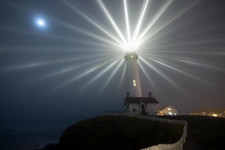 Ngọn hải đăng vũng tàu lung linh về đêm