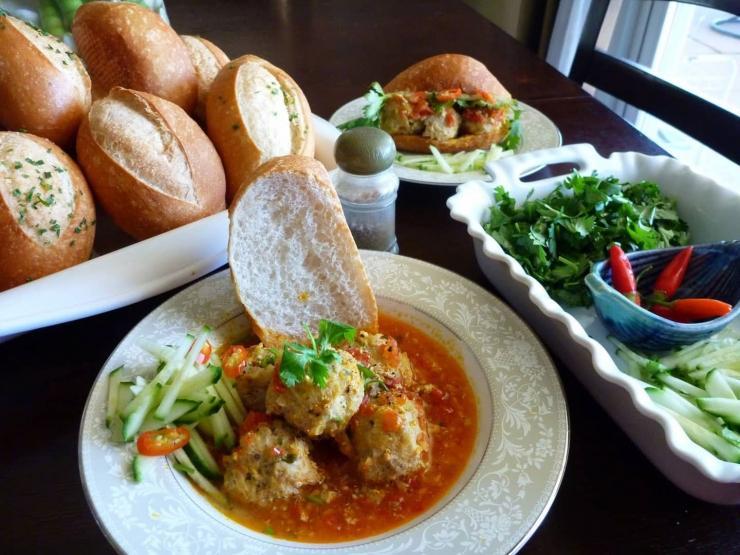 bánh mì xíu mại - món ăn ngon đà lạt