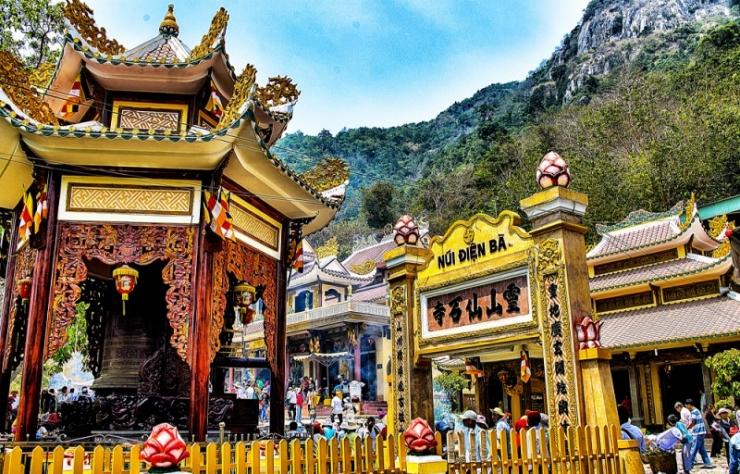 Tour du lịch Tây Ninh Địa Đạo Củ Chi 1 Ngày