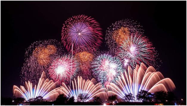 Sắc màu Đà Nẵng được khắc họa qua pháo hoa trên bầu trời đêm