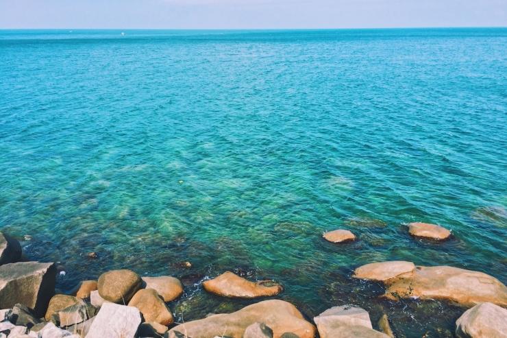 Nước biển xanh ngắt một màu. Ảnh @lifeofpi73