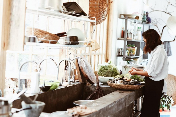 Một góc bếp nhỏ của INDIgo home Đà Lạt