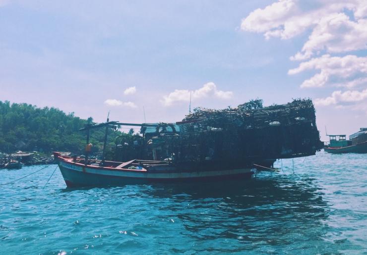 Con thuyền đánh hải sản thu được mẻ lớn sau những ngày dài ra khơi. Ảnh @lifeofpi73