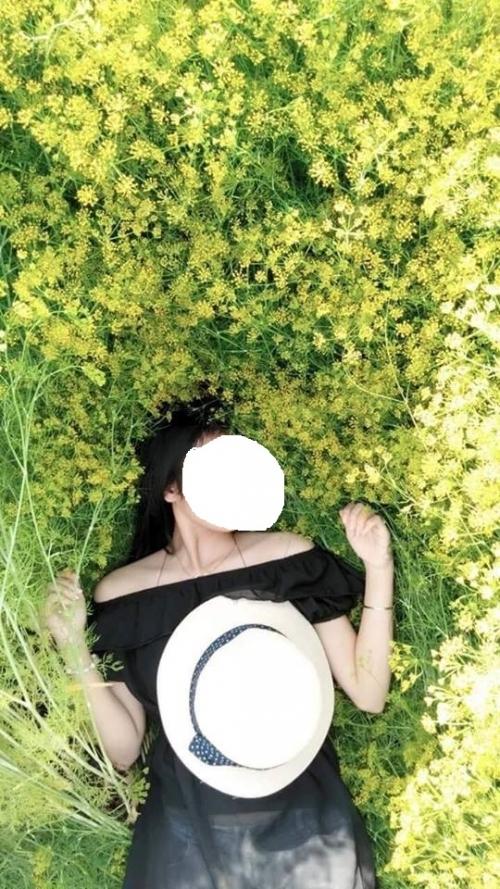 Nằm lên cây cỏ