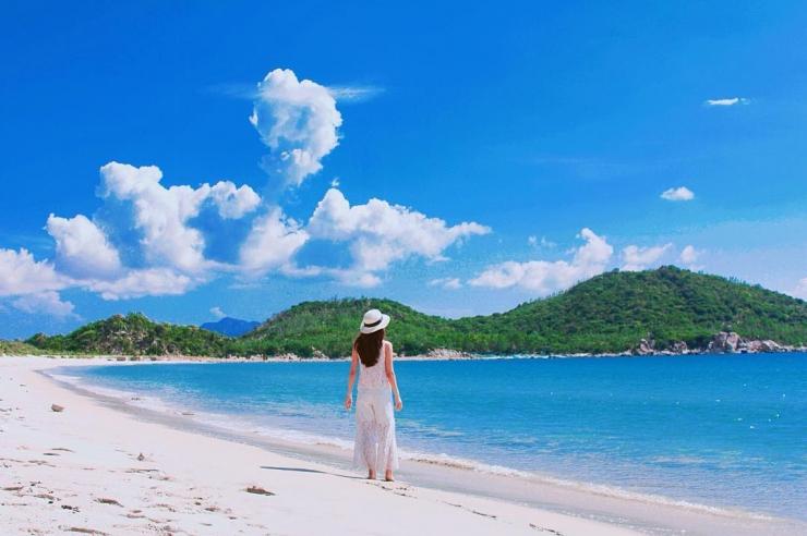 Bãi biển trắng mịn cùng mực nước trong xanh