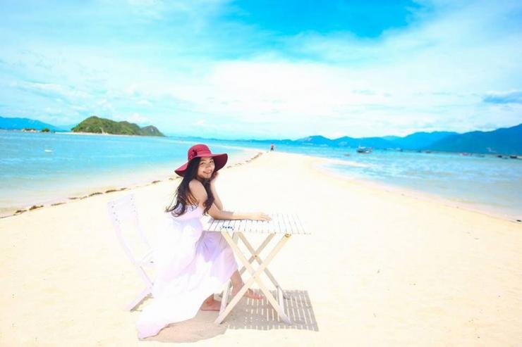 Bãi biển ở Điệp Sơn trắng mịn kéo dài cùng làn nước trong xanh