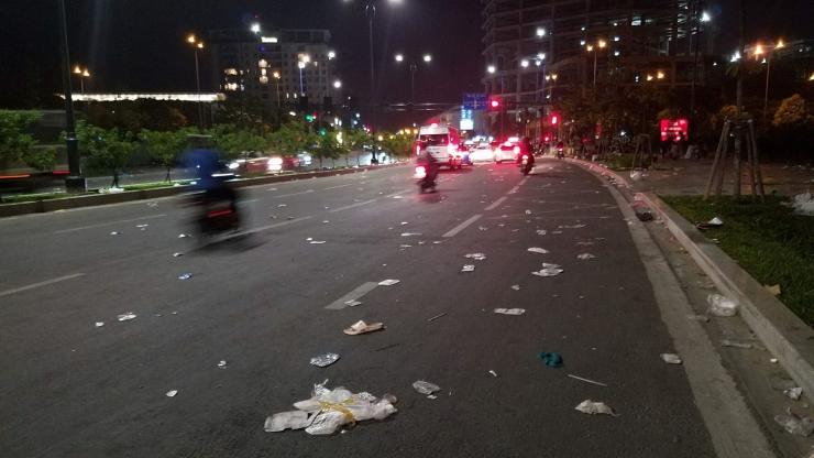 Sài Gòn tan hoang sau đêm giao thừa 2018.
