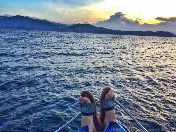 Tận hưởng cảm giác yên bình trên biển Bình Ba