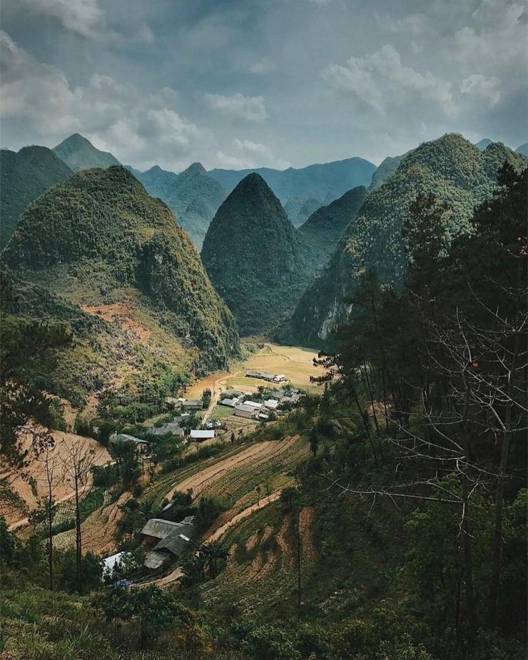 Cao nguyên đá trải rộng trên bốn huyện Quản Ba, Yên Minh, Đồng Văn, Mèo Vạc của tỉnh Hà Giang, Việt Nam
