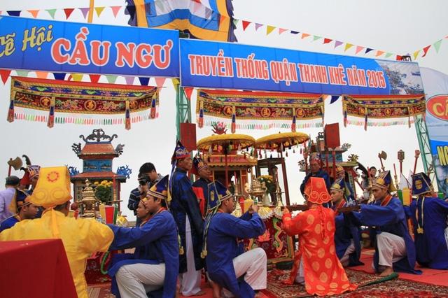 Lễ hội cầu ngư ở Dinh vạn thuỷ tú