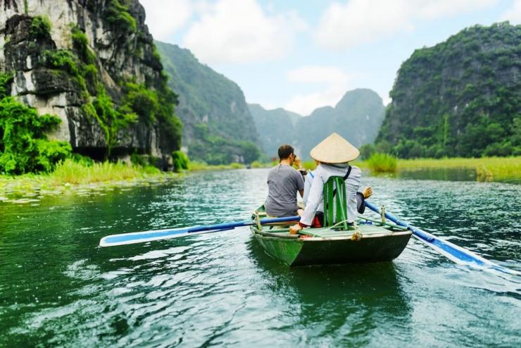 Rất đông khách du lịch tập trung về Tam Cốc Bích động mùa lúa chín