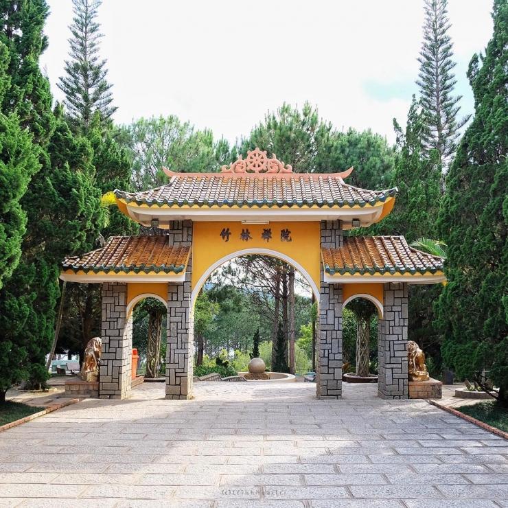 Cổng thiền viện Trúc Lâm