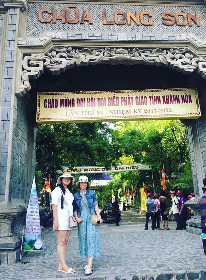 Checkin trước cổng Chùa Long Sơn Nha Trang