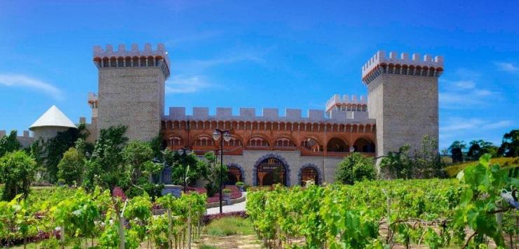 Tòa lâu đài đẹp ngỡ ngàng với kiến trúc phong cách châu Âu độc đáo
