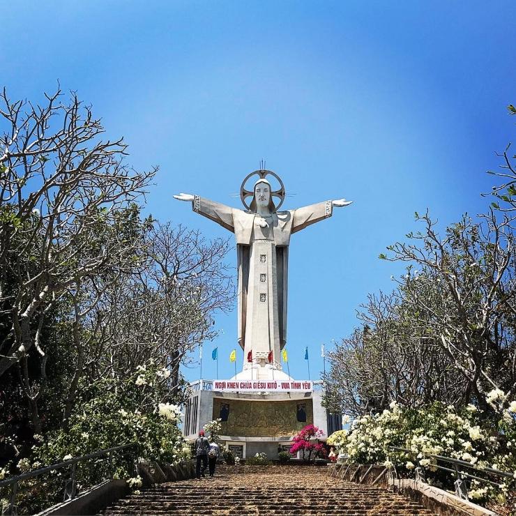 Tượng Chúa Kitô Vua (Tượng Chúa giang tay)
