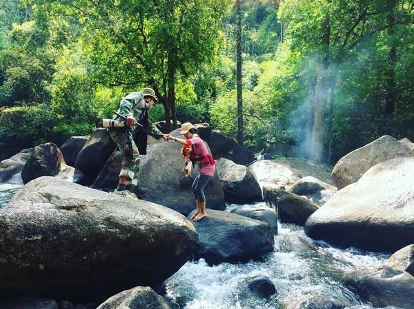 Đoạn đường đến thác Bà Tánh Linh