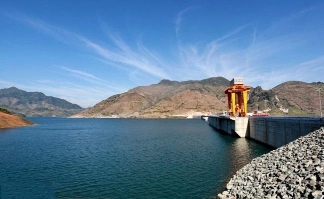 Hồ chứa nước thủy điện Sơn La.
