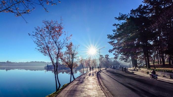Hồ Xuân Hương giữa tiết trời thu se lạnh