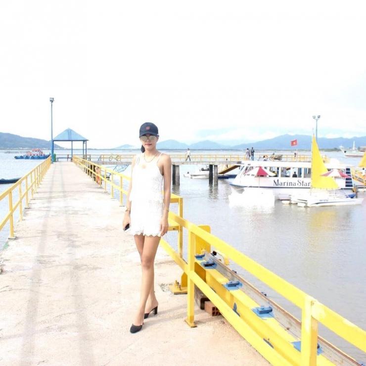 bên thuyền marina