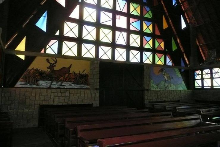 Bên trong nhà thờ Cam Ly Đà Lạt
