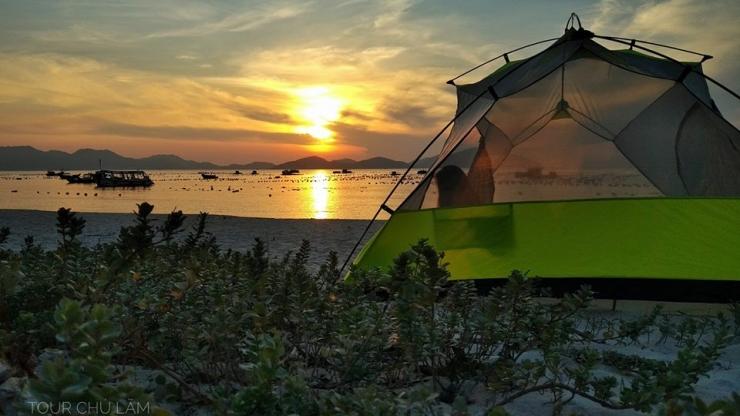 Cắm trại trên đảo Bình Lập