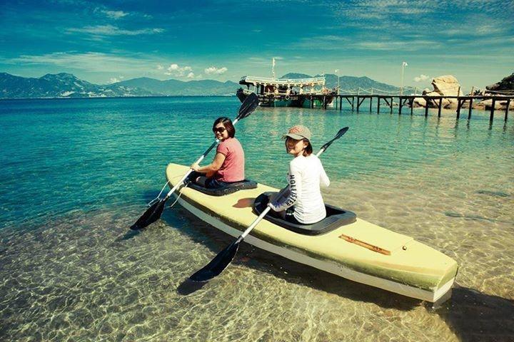 Chèo thuyền trên đảo Bình Lập