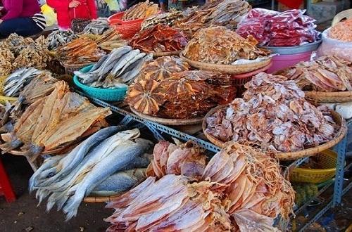 Hải sản khô được bày bán tại Chợ Đầm Nha Trang