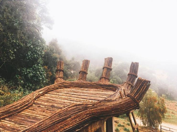 Bàn tay Phật bằng gỗ trong Hoa Sơn Điền Trang Đà Lạt