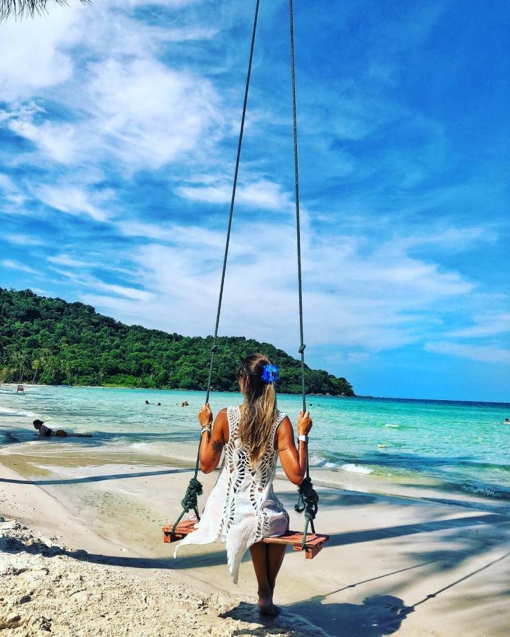 Biển Phú Quốc với làn nước xanh trong màu ngọc bích mát rượi sẽ mang đến những giây phút thư giãn, bình yên.