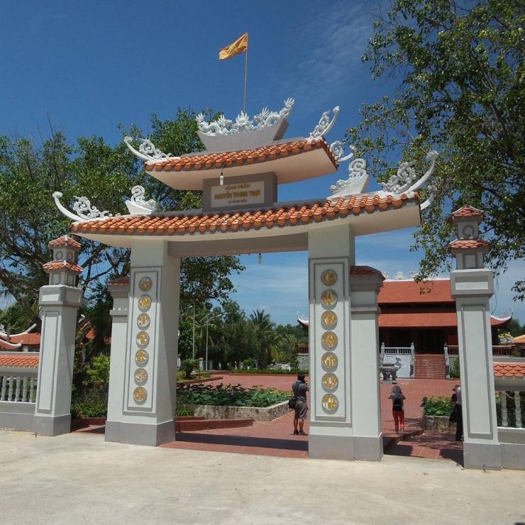Cổng đền thờ Nguyễn Trung Trực