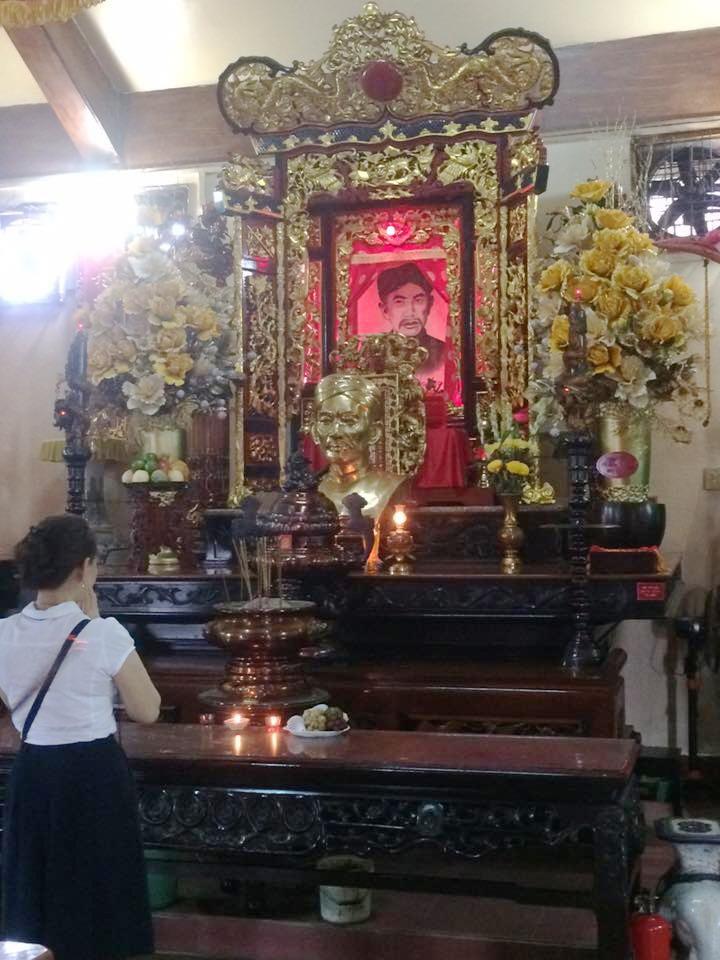 Khách du lịch đến viếng thăm đền thờ Nguyễn Trung Trực