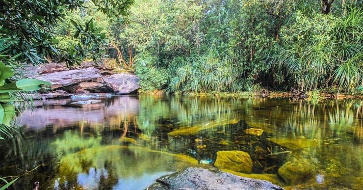 Suối Đá Bàn gắn với truyền thuyết về những nàng tiên từng chọn nơi đây làm điểm tắm khi ghé xuống trần gian