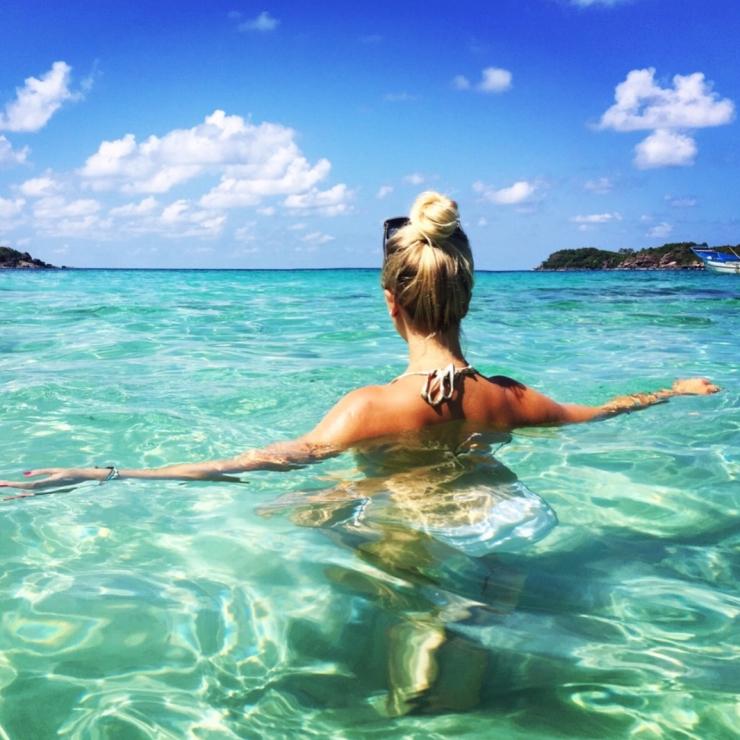 Trải nghiệm cảm giác bơi lội giữa dòng nước trong xanh