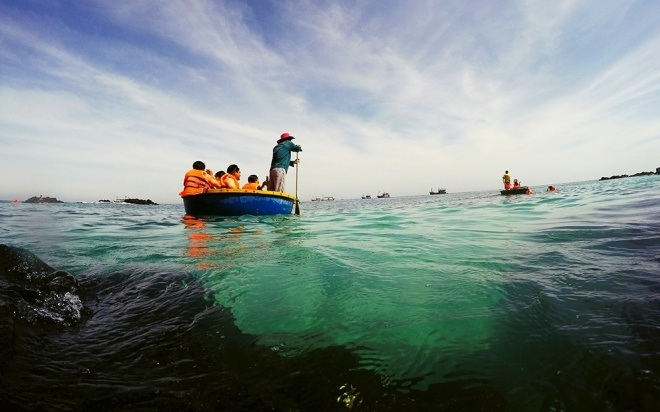 tham quan trên đảo Bà Lụa