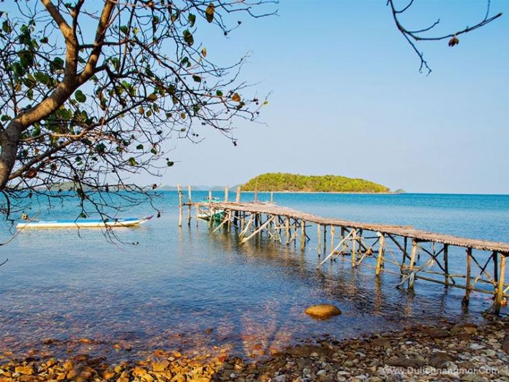 Bãi biển hoang sơ trên quần đảo Bà Lụa