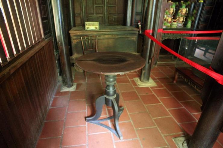 Bàn xoay kì lạ tại Chùa Thiên vương Cổ Sát Đà Lạt (chùa Tàu)