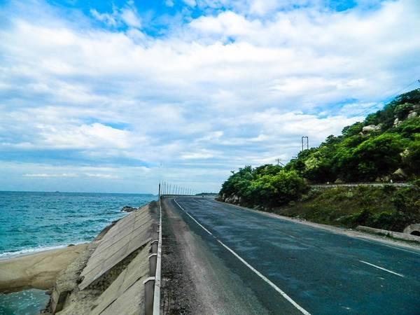 Cung đường trên biển Cà Ná